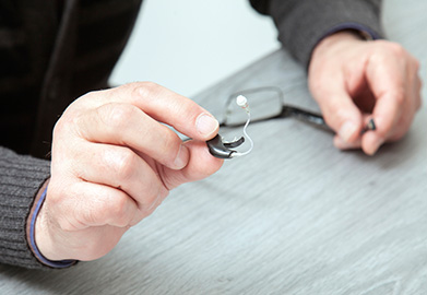 How to Adjust to Wearing a Hearing Aid